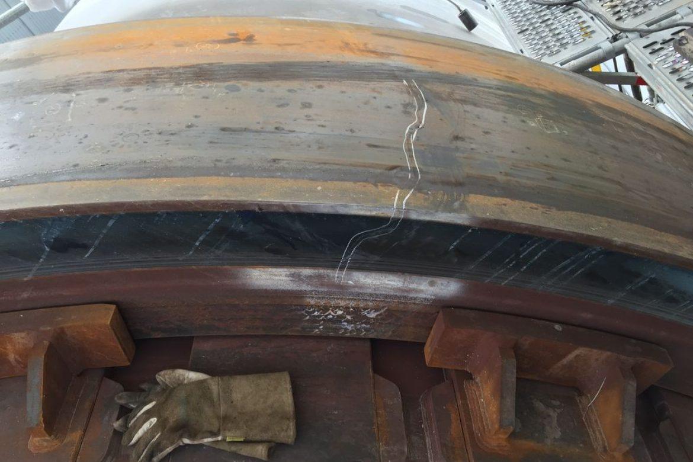 Une fissure a été relevée sur le bandage médian du four. Hauteur 200mm , largeur 550mm
