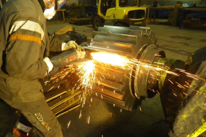 Le travail de reprofilage est réalisé en atelier. nos techniciens sont formés sur plus de 4 ans pour faire des profils à 0,06mm près