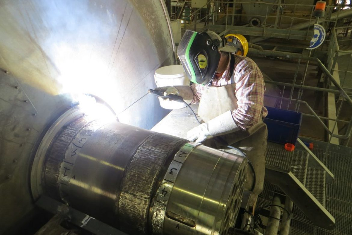 The Novexa welder can work alone. He can also be assisted by a local operator to reduce costs.